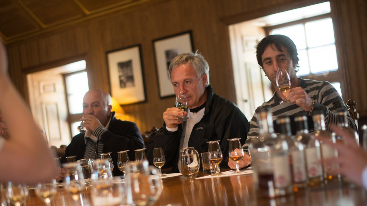 man whisky tasting in Scotland